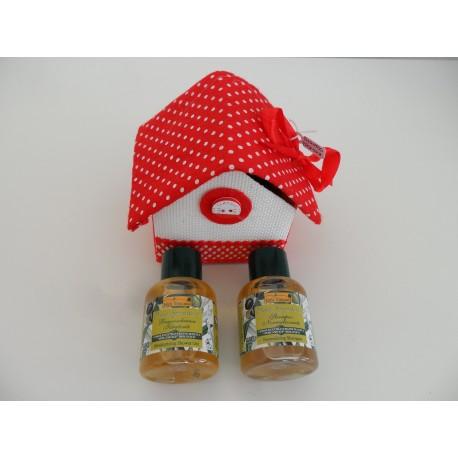 Casina rossa e bianca Natale prodotti naturali